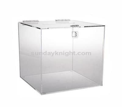 Acrylic box with hinged lid