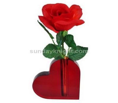 SKOT-035-1 Heart shaped vase