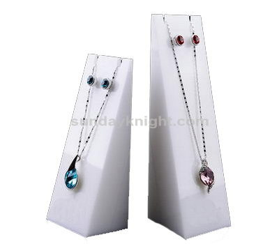 White necklace display
