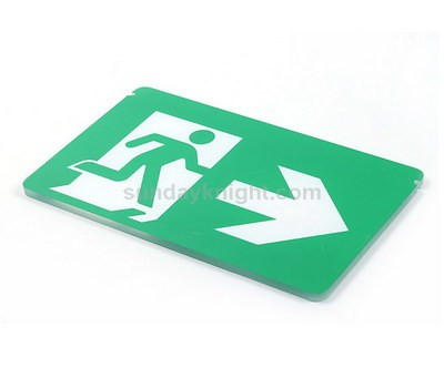 Green running man sign
